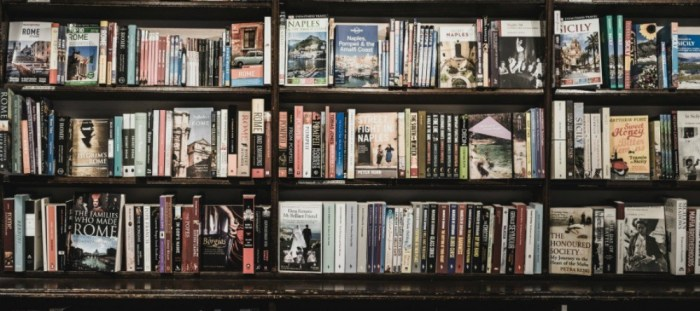 What I'm reading. Bookshelf photo by Ugur Akdemir on Unsplash