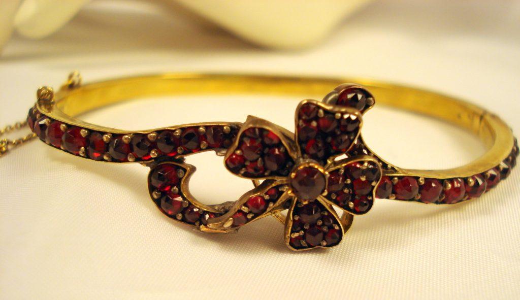 Antique garnet jewelry